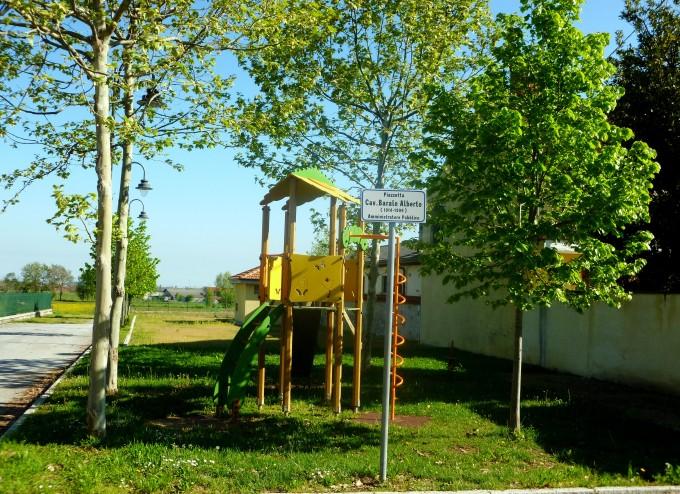 Parco giochi in Piazza Alberto Barale