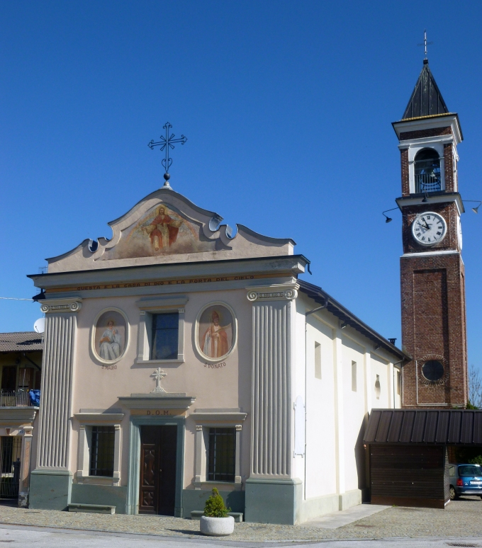 La cappella su cielo azzurro