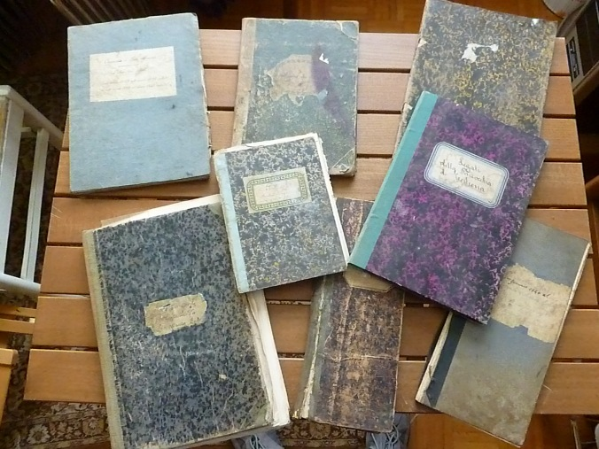 Tutti i volumi contabili storici rinvenuti negli armadi adiacenti alla sacrestia della chiesa