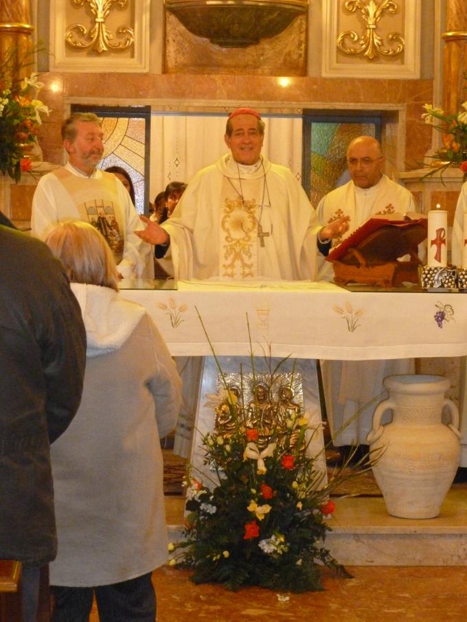 Il vesco di Cuneo tra i parroci di Boves e Rivoira