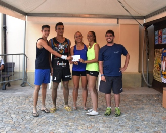 La premiazione dei primi classificati di beach volley